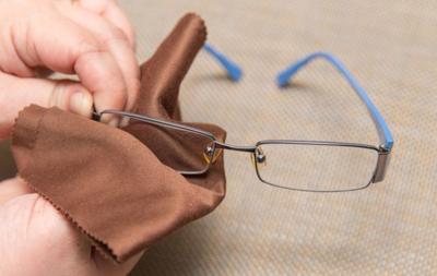 Можно ли мыть очки для зрения водой как правильно ухаживать за аксессуаром