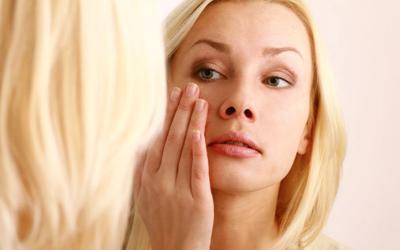Почему опухают глаза по утрам у женщин