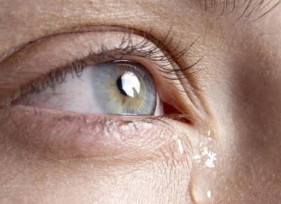 Что делать, если глаза слезятся и болят