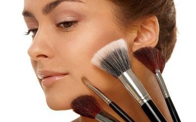 Как убрать мешки под глазами косметикой
