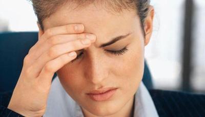 Боль в глазах и головная боль в области лба, в затылке, висках, с одной стороны, тошнит: причины, лечение