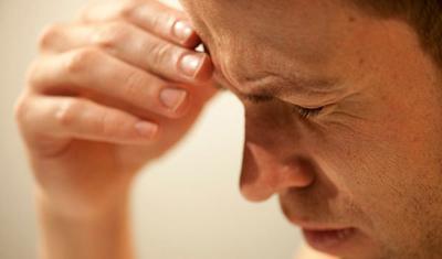 Сильная боль над правой бровью