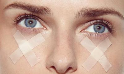 Как скрыть синяки под глазами без консилера