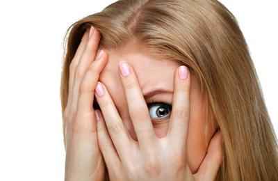Перед глазами плавают черные точки: причины и лечение